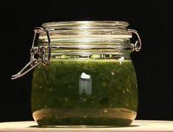 Зелёная аджика из зелёных помидор рецепт с фото