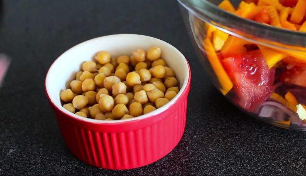 Яркий салат с нутом рецепт с фото