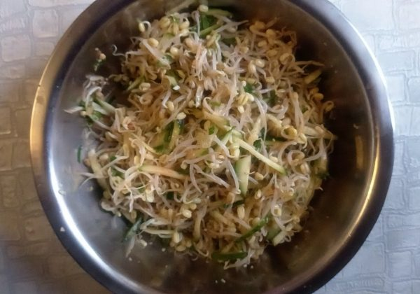Салат из ростков маша с огурцами рецепт