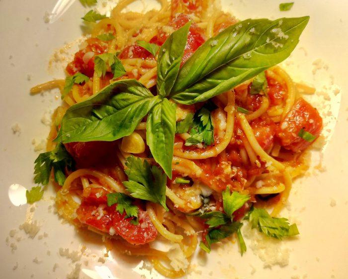 паста спагетти помидорини с соусом наполи