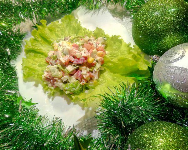 Овощной салат с крабовыми палочками и кукурузой рецепт