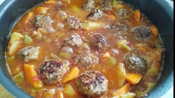 Сочные и нежные тефтели с рисом и овощами на сковороде рецепт с фото и видео