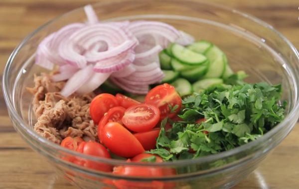 Салат из авокадо и консервированного тунца рецепт