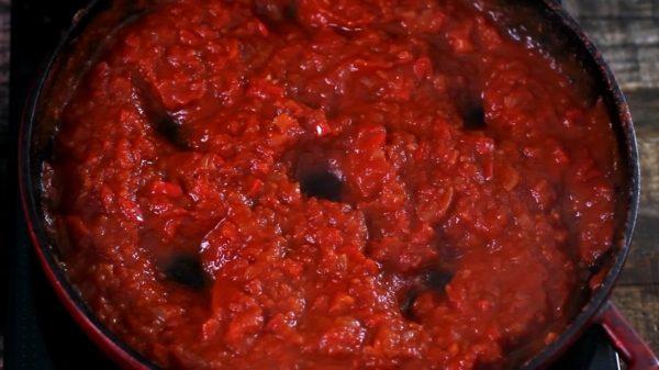 """""""Шакшука"""" - яйца в томатном соусе."""